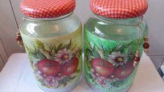 Kit de potes de vidro com pintura, decoupage de maçãs, tampa revestida de biscuit e decoupage.  O modelo do vidro é de palmito com a tampa de boca larga que mede 10 cm (a tampa é de metal).