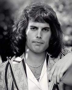 "330 curtidas, 10 comentários - @lvfreddie no Instagram: ""✨how handsome he was  . . . . . .  #freddie #freddiemercury #queenband  #bohemianrhapsody…"" Queen Band, Freddie Mercury, Che Guevara, Handsome, Cinnamon Rolls, Instagram, Queen Rock Band, Cinammon Rolls"