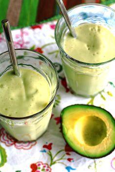 Avocadosmoothie met mango, kokos en banaan
