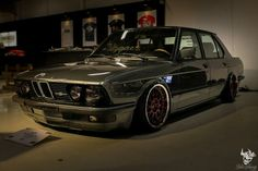 BMW E28 5 series grey slammed
