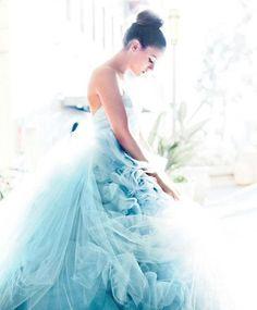 Платье цвета небесной лазури
