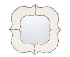 Spiegeln Sie Ihre Leidenschaft für dekorative Akzenten wider - mit diesem eleganten Modell! SAINT ist ein 76 x 76 cm großer Wandspiegel, der durch seine geschwungene Silhouette hervorsticht. Der MDF-Rahmen ist mit einem feinen Bezug aus Leinen bespannt. So werden praktische Alltagsgegenstände zum absoluten Highlight im Heim!
