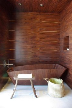 Wooden inspired bathtub. A tub that blends well with the décor and looks amazingly furnished as well.