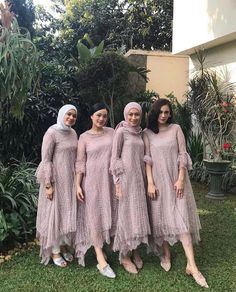 Image may contain: one or more people, people standing and outdoor Dress Brukat, Hijab Dress Party, Hijab Style Dress, Kebaya Lace, Kebaya Dress, Dress Pesta, Kebaya Muslim, Kebaya Hijab, Dress Brokat Modern