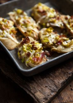 My mother-in-law created a perfect mix of leek, bacon, mayonnaise, and cheese that she uses to top ciabatta crostini. You can prepare the mix in advance and refrigerate it until you're ready to move on to Steps 2 and Pot Luck, Great Appetizers, Appetizer Recipes, Fingers Food, Gourmet Recipes, Cooking Recipes, Tapas Recipes, Bacon, Gluten Free Puff Pastry