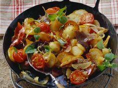 Bratkaroffeln mit Fleisch und Zwiebeln (Tiroler Gröstl) ist ein Rezept mit frischen Zutaten aus der Kategorie Fruchtgemüse. Probieren Sie dieses und weitere Rezepte von EAT SMARTER!