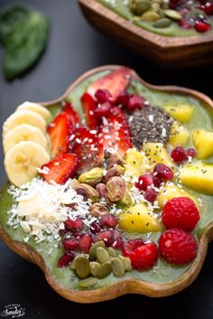 Green Goddess Smoothie Bowl makes a healthy & delicious breakfast!