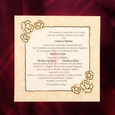 Invitatia are textul intr-un chenar cu linii aurii si acoperit de o coala de calc. Chenarul are in doua colturi floricele aurii, iar pe margine se regasesc floricele imprimate in relief.  #invitatie de #nunta #mirese #miri #invitatii #elegante #originale