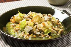 Komler med kyllingkjøttsaus Potato Salad, Potatoes, Ethnic Recipes, Food, Potato, Essen, Meals, Yemek, Eten