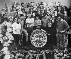 Rare Behind the Scenes Photos of The Beatles During Their Photo Shoot for Sgt. P… Rare Behind the Scenes Fotos der Beatles während ihres Fotoshootings für Sgt. Album-Cover von Pepper im Jahr 1967 Beatles Videos, Beatles Albums, Beatles Photos, Beatles Guitar, Paul Mccartney Beatles, Iconic Photos, Rare Photos, Sgt Pepper Cover, The Beatles 1