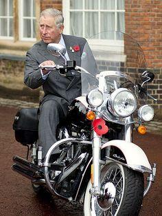 Le Prince Charles sur une moto