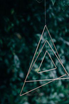 DIY mobile, triangles de cuivre - Copper triangle mobile