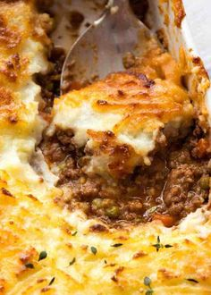 Close up of spoon scooping Shepherd's Pie out of a white baking dish, fresh out of the oven Irish Recipes, Pie Recipes, Casserole Recipes, Cooking Recipes, Pasta Recipes, Salmon Recipes, Crockpot Recipes, Sheppards Pie Recipe, Vegetarian