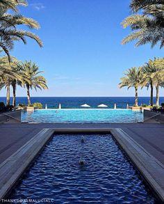 📷: @ almalucialc  #Shangrilahotels #Shangrilamuscat #oman #poolside #poolsidechillin #beautifulhotels #holiday #dreamtrips #welltravelled #photooftheday