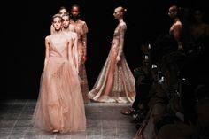 Valentino se inspira no balé para o inverno 2017 - Vogue   Desfiles