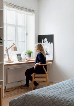 sunday open house: a warm, cozy, and functional home Window Table, Small Workspace, Study Nook, Home Office Decor, Home Decor, Minimalist Decor, Grey Walls, Interior Inspiration, Decoration
