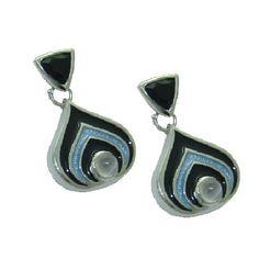 Moonstone and Black Onyx Earrings https://www.goldinart.com/shop/colored-gemstone-earrings/moonstone-and-black-onyx-earrings