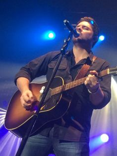 Chris Young #wetouched #itslove http://twitter.com/reneelou88/status/463138771564003329/photo/1