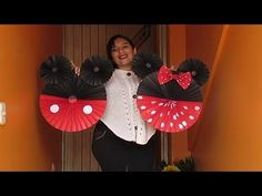 How to make a mickey mouse balloon arch. No arch kit or helium needed. Great for Mickey and Minnie mouse birthday parties. Add a Mickey and Minne mouse ballo. Baby 1st Birthday, Mickey Mouse Birthday, Minnie Mouse Party, Mouse Parties, Mickey Mouse Balloons, Mini Pinatas, Balloon Arch, Baby Disney, Diy Projects To Try