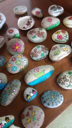 Rock Painting Designs, Paint Designs, Painted Rocks, Desserts, Ideas, Food, Manualidades, Tailgate Desserts, Deserts