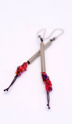 mmpascual (make tubes with beads coming out! Jewelry Design Earrings, Ear Jewelry, Jewelry Art, Earrings Handmade, Handmade Jewelry, Unique Jewelry, Diy Jewelry Inspiration, Textile Jewelry, Schmuck Design