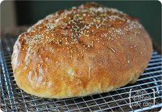 Knock-off Recipe for Macaroni Grill's Rosemary Bread. I LOVE this Bread - Had it in DC - all to myself - yum!