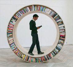 """Existe un refrán que dice """"el saber no ocupa lugar"""" y si bien es cierto que en nuestra cabeza el conocimiento se puede almacenar sin problemas de capacidad, ese conocimiento proveniente de los libros si que ocupa lugar en nuestras casas, de hecho, en algunos casos puedo ocupar incluso demasiado luga"""