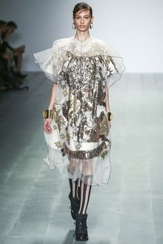 KTZ Spring/Summer 2015  ~  This get-up has absolutely no raison d'être !!
