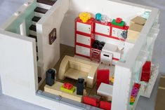 Hi everyone, my latest house: a ice cream parlor + apartment in light aqua, not too fancy ;) and using elements from the TLM ice cream machine. Lego Creationary, Legos, Lego Candy, Lego Friends Sets, Lego Furniture, Lego Sculptures, Lego Activities, Lego For Kids, Lego Room