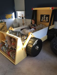 Diy tractor bunk bed for boys bunk bed dads and ana white for Construction themed bedroom ideas