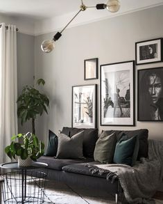 Gray Living Rooms Ideas - For beautiful gray living-room ideas, counter light gray wall surfaces with dark gray shelving Grey Walls Living Room, Living Room Photos, Living Room Green, Grey Tone Living Room Decor, Living Room Ideas Dark Couch, Grey Room, Living Room Art, Interior Design Living Room, Living Room Designs