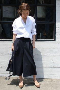 trausers x skirt Japan Fashion, Daily Fashion, Love Fashion, Korean Fashion, Minimal Look, Tokyo Street Style, Pantalon Large, Fashion Books, Fashion Pants