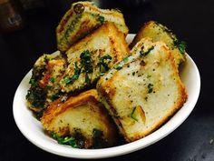 Roz roz naya kya banau…. Har kisi ki yahi samasya😔😔😔 Breadrakhi thi aur kai tarah ki chutney Rakhi, Chutney, Bread, Snacks, Dishes, Chicken, Food, Appetizers, Breads
