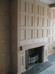 oak wall panels by wall panel specialists - LM Vossem Home Board Wooden Panelling, Wooden Wall Panels, Wood Panel Walls, Wooden Walls, Wall Panelling, Home Fireplace, Fireplace Mantels, Fireplaces, Estilo Tudor