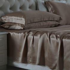 Cafe, Nuestras sábanas encimeras de #seda se han fabricado con la mejor seda de #morera de #19 mm, que es hermosa, suave y lujosa. Se puede ajustar de forma natural a la temperatura del cuerpo, es resistente al polvo y te brinda un sueño maravilloso. De: https://www.oosilk.com/es/silk-flat-sheets-c.html