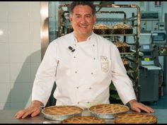 Ecco la ricetta di Sal De Riso della pastiera di. Pastiera di grano napoletana di Sal De Riso da preparare a casa