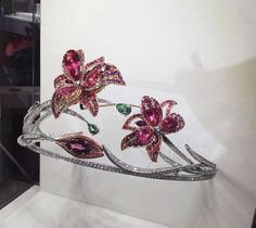 La Nature de Chaumet Passion Incarnat red spinel, garnet, tourmaline and diamond lily tiara. The lilies can be detached and worn as brooches. #Chaumet. #LaNatureDeChaumet.