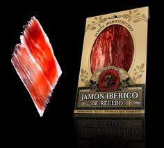 El Jamón ibérico un veteado intenso de una grasa fluida y aromática, rica en ácidos grasos, proporciona su soberbio aroma y sabor.