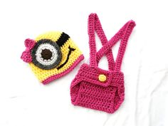 GIRL Minion Despicable Me Baby Outfit Set Hat and by MiniShu, £11.53    Payson would look adorable in this for Halloween!