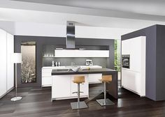 Modern fitted kitchens With cooking island - Home Decoration Cool Kitchens, Clever Kitchen Storage, Custom Kitchens, Kitchen Remodel, Kitchen Decor, Modern Kitchen, Kitchen Fittings, Kitchen Island Design, Cooking Island