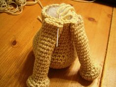 Novice Sandy on Knitting Paradise found this absolutely adorable pattern for an Amigurumi Yorkie . The only problem is the pat. Crochet Dragon Pattern, Crochet Keychain Pattern, Animal Knitting Patterns, Crochet Amigurumi Free Patterns, Stuffed Animal Patterns, Free Crochet, Diy Crochet Amigurumi, Crochet Mouse, Crochet Dolls