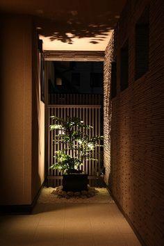心休まる和の空間。光と影のコントラストが自然と心を癒してくれる。 #lightingmeister #gardenlighting…