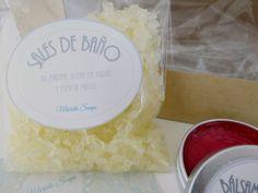 Este pack esta compuesto por dos pastillas de jabón, sales de baño y un bálsamo labial