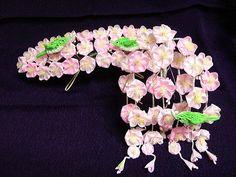 Beautiful Sakura kanzashi from Ikuokaya. 幾岡屋の簪・髪飾りページ
