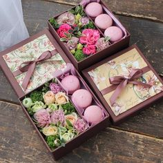 Cupcakes instead of macarons. Flower Box Gift, Flower Boxes, Rosen Box, Sweet Box, Chocolate Bouquet, Deco Floral, Creative Gifts, Flower Designs, Bridesmaid Gifts