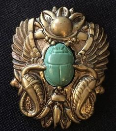 Vintage-Scarab-Beetle-Pin-Brooch-Egyptian-Green-Gold-Tone