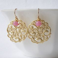 Vintage Pink and Gold Pendant Dangle Earrings by PeriniDesigns