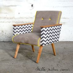 """Fauteuil vintage gris """"zigzag"""" - Mille m2 Office Table Design, Chair Design, Take A Seat, Love Seat, Furniture Projects, Furniture Design, Wood Projects, Yellow Armchair, African Furniture"""