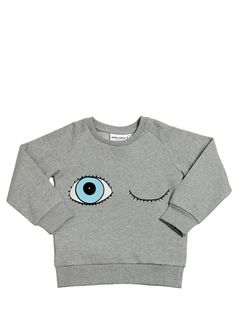 Sweatshirt with Eyes print. Its has rib at cuff, neckhole and bottom. Composition: 100% Organic Cotton. GOTS and Fairtrade certified.