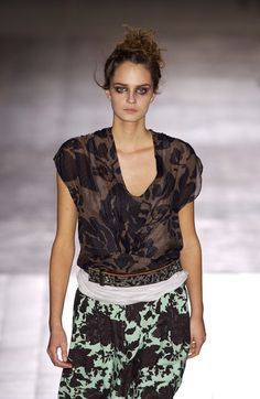Dries Van Noten at Paris Fashion Week Spring 2003 - Livingly